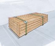 Paketsäkring genom bandning av godset och samtidig insättning av övre kantskydd och träunderslag.